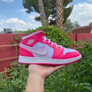 Jordan 1 Mid Hyper Pink